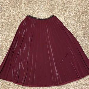 Shinny burgundy pleated skirt